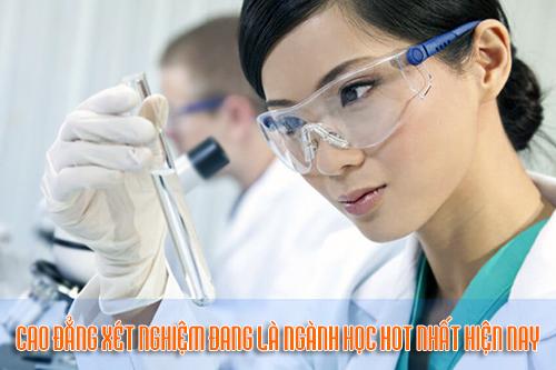 Cao đẳng Kỹ thuật Xét nghiệm là ngành thu hút thí sinh tuyển sinh.