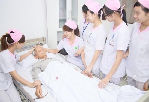 Học Cao đẳng Điều dưỡng nên chon Cao đẳng Y dược TPHCM.