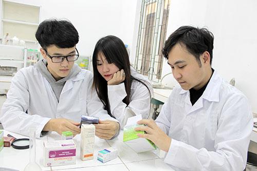 Học Cao đẳng Dược TPHCM gắn liền thực hành